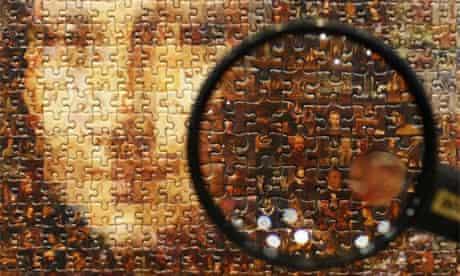 Mona Lisa puzzle magnifying glass