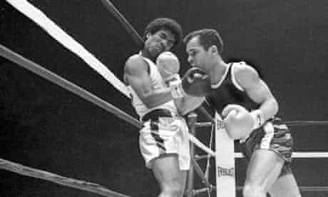 Enrique Delcampo (left) v Donaldo Linares at Golden Gloves Finals in 1971