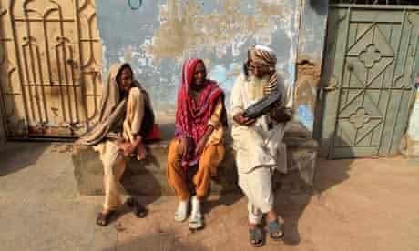 People listen to the radio in Karachi, Pakistan