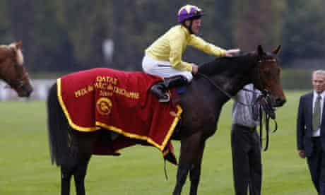Mick Kinane and Sea The Star after winning the Prix de l'Arc de Triomphe at Longchamp