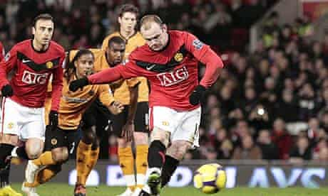 Wayne Rooney scores the penalty that gave Manchester United the lead against Wolves