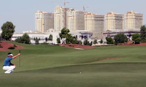 Lee Westwood lines up a putt at the 2009 race to Dubai
