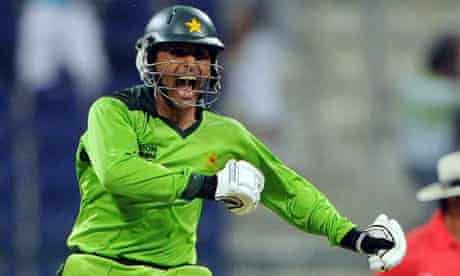 Abdul Razzaq powers Pakistan to one-wicket victory over South Africa |  Pakistan cricket team | The Guardian