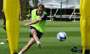 Joe Cole trains ahead of Chelsea's appearance in the FA Cup final