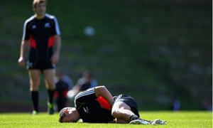 New Zealand's Dan Carter injured his groin during kicking practice and is out of the World Cup