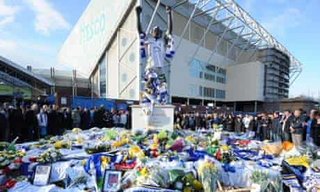Leeds fans pay tribute to Gary Speed