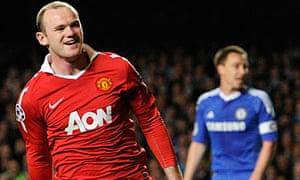 Manchester United's Wayne Rooney, left, celebrates his goal