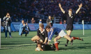 David Kirk scores for the New Zealand against France in the 1987 World Cup final.
