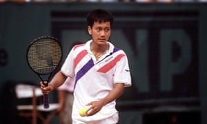 Michael Chang outwits the favourite Ivan Lendl with an underarm serve
