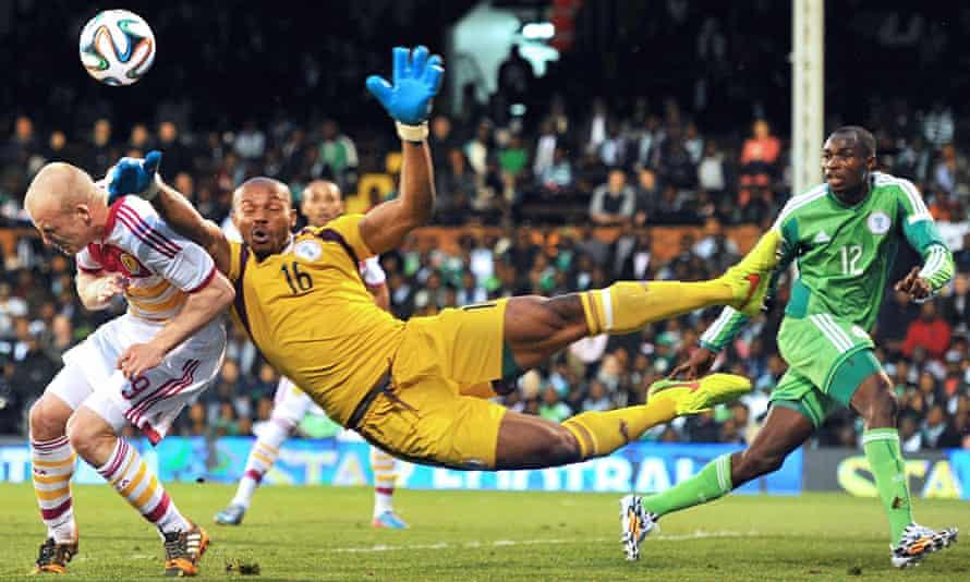 Nigeria's goalkeeper Austin Ejide vies with Scotland's striker Steven Naismith during the internatio