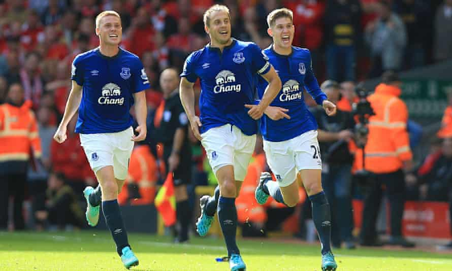 Everton's Phil Jagielka celebrates his side's equaliser in the Premier League match at Anfield