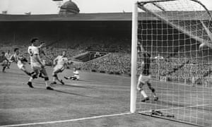 Peter McParland Left Scores His Second Goal For Villa Past Uniteds Stand In Goalkeeper Jackie Blanchflower The 1957 Final Photograph Colorsport Rex
