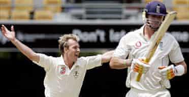 Brett Lee celebrates the wicket of Kevin Pietersen