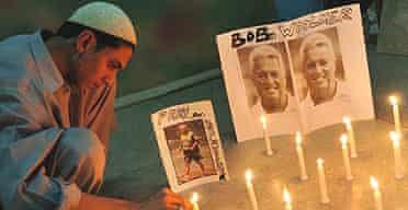 A Pakistani cricket fan lights candles to pay tribute to Pakistan cricket coach Bob Woolmer in Karachi