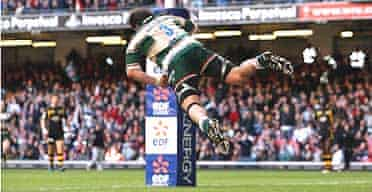 Martin Castrogiovanni scores a flamboyant try for Leicester