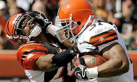 Cleveland Browns running back Jamal Lewis tries to break the tackle of Cincinnati Bengals' David Jones