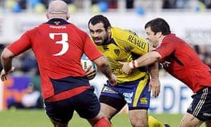 Clermont Auvergne's Davit Zirakashvili is tackled