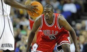 37bf49ff8c8c Luol Deng keeps his eye on the ball during the Chicago Bulls  game against  the