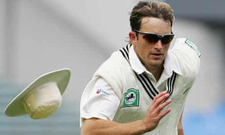 Shane Bond was forced out of New Zealand's series against Pakistan with an abdominal injury