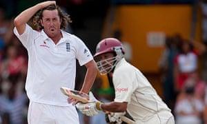 England's Ryan Sidebottom holds his head as West Indies' Ramnaresh Sarwan scores runs