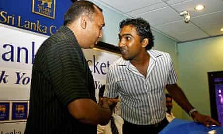 Mahela Jayawardene with bus driver Mohammad Khalil