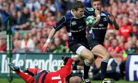 Leinster centre Gordon D'Arcy races past Munster's Keith Earles to score a try during their semi