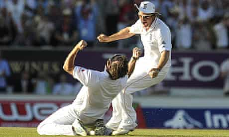 Graeme Swann and Andrew Strauss celebrate the final wicket of the 2009 Ashes