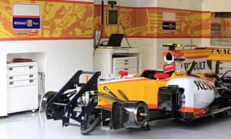 A Renault Forumla One car without ING branding