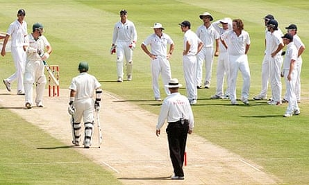 England players react to Graeme Smith of South Africa being given not out on review