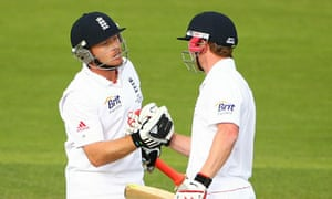 Ian Bell and Paul Collingwood celebrate