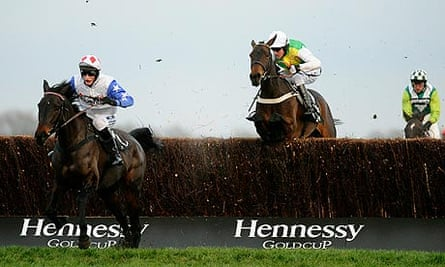 Diamond Harry winning the Hennessy Gold Cup