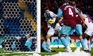 Ryan Nelsen scores for Blackburn