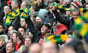 Green and gold Manchester United fans