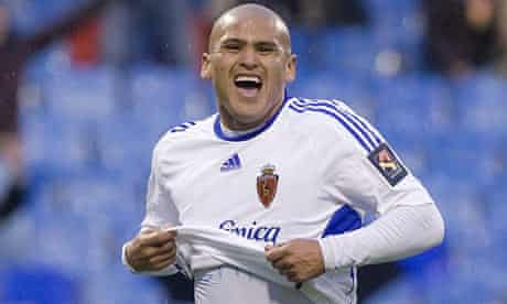 Real Zaragoza' s Chilean striker Humberto Suazo celebrates