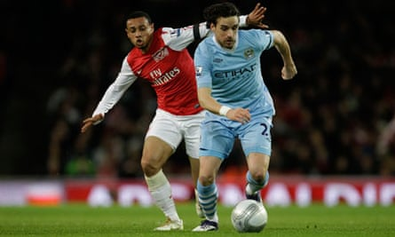 Arsenal's Francis Coquelin, left, competes for the ball with Manchester City's Owen Hargreaves