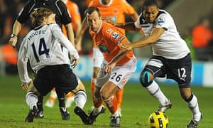 Charlie Adam vies for possession with Wilson Palacios, right, and Luka Modric