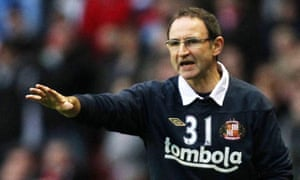 The Sunderland manager, Martin O'Neill, offers instructions to his side
