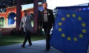Europe's José María Olazábal and USA's Davis Love III arrive for the Ryder Cup closing ceremony