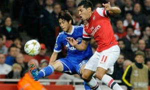Arsenal's André Santos battles with Atsuto Uchida of Schalke in the Champions League Group B