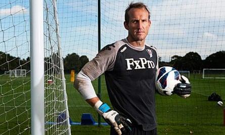 The Fulham goalkeeper Mark Schwarzer in training
