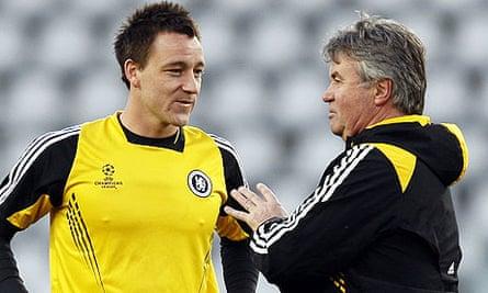 Guus Hiddink speaks to John Terry