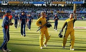 Nasser Hussain applauds Michael Bevan off the field after Australia beat England in 2003