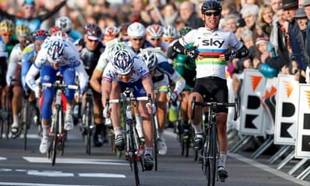 Mark Cavendish sprints to victory in the Kuurne-Bruxelles-Kuurne
