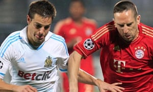 Franck Ribery (R) of Bayern Munich vies for the ball with Cesar Azpilicueta
