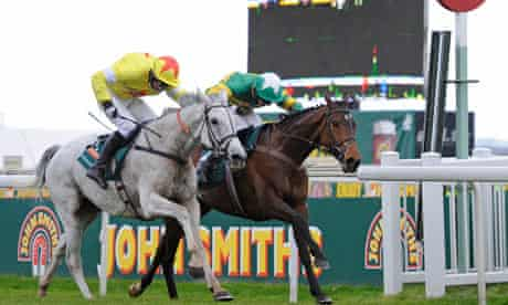 Neptune Collonges wins the 2012 Grand National