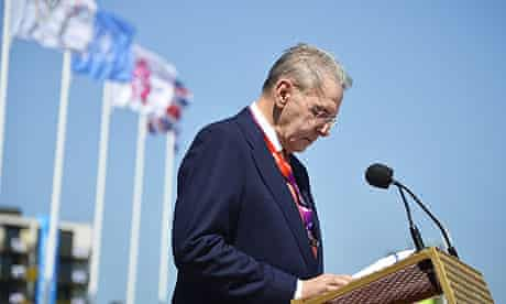Jacques Rogge holds a minute silence for the 11 Israeli athletes who died at the 1972 Games