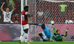 Manchester City's Yaya Touré scores
