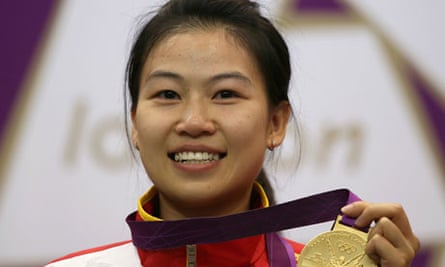 China's Yi Siling celebrates with her gold medal