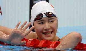 Ye Shiwen waves to the crowd