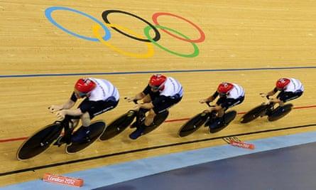Great Britain's men's team pursuit in action